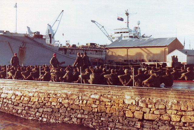 guerra de malvinas - prisioneros argentinos